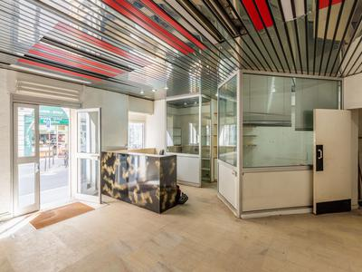 75003 Marais area, freehold commercial unit free of tenant offering 77m2 with 12m of windows on South facing street side, at the heart of a well looked after 1890 building. Ideal location in coveted area of Temple-Republique.