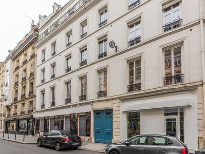 Marais area, freehold retail/office unit offering 254m2 with 16m shop front windows plus courtside showroom 'Atelier style' situated on the ground floor of an 1890 building, no entrance fees, coveted area of Republique