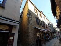Magasin et logement de 4 chambres situés au centre de la ville médiévale de Belvès, dans la vallée de la Dordogne.