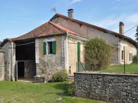 Maison de ferme périgourdine en pierre et dépendances