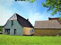 Charmante Périgourdine en pierres avec dépendances et terrain, située proche du magnifique château d'Excideuil en Périgord vert.