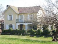 2 maisons T6, chacune avec piscine, dépendances, grand jardin clos dans la campagne Gersois