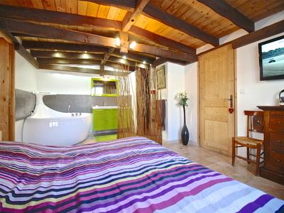 Luxury duplex 4 bedroom ski chalet.  Unique open plan design with modern sleek lines.  Excellent location close to the slopes and main ski-lift. Les Deux Alpes.