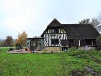 Jolie maison avec beaucoup de charme, gite dans le jardin et sur 1.8 hectares. 6kms St Pierre sur Dives, 10 kms Liverot.