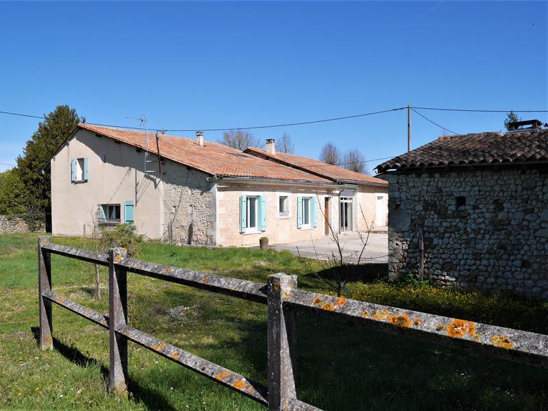 Maison à vendre à ST ROMAIN(16210) - Charente