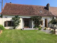 Grande maison de village avec 4/5 chambres, belle cuisine équipée et spacieux salon ouverts sur le jardin avec terrasse, cuisine d'été et piscine - à 8km de Mussidan et Villamblard