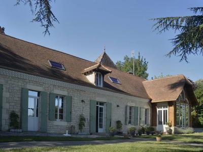 Manoir en pierre,offrant une vue panoramique sur Bergerac et son environnement. A seulement 9 km de l'aéroport de Bergerac.