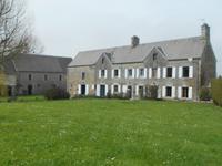 Corps de ferme du 19eme siècle avec 2 maisons, grande dépendance et terrain attenante 2,4 hectares