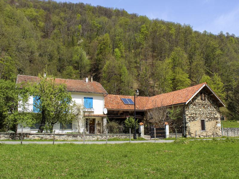maison vendre en midi pyrenees hautes pyrenees ferrere belle maison familiale avec caract re. Black Bedroom Furniture Sets. Home Design Ideas
