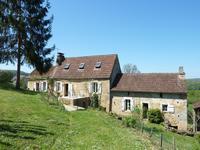 Jolie maison de 3 chambres avec une chalet de 2 chambres dans les bois et les vues sublime sur la vallée de la Dordogne.