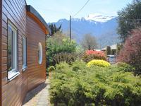 Belle maison située dans 3360 m2 de terrain privé avec une extension d'architecte avec des vues sur les montagnes enneigées environnantes.   Près de ski, vélo, randonnee, lacs, rafting, un endroit idéal pour tous ceux qui aiment le plein air