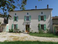 Ancien Relais de Poste de 1869, entièrement renové, 5/6 chambres, dépendances, dans un village non loin de la ville de Chef Boutonne