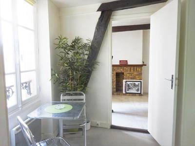 Paris 75004 - Rue des Ecouffes, in the heart of the Marais, quiet 3rd and last floor 38m2 including the attic to convert.  Excellent investment or first time buy.