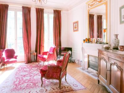 """Rare - Superb 3-Bedroom family apartment of 130 sqm with a beatiful wrap around balconny, at the 2nd floor called """"Noble"""" with elevator, bright and quiet near the Jardins du Luxembourg"""