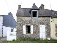 French property for sale in ROUDOUALLEC, Morbihan - €101,650 - photo 2