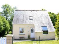 Belle petite maison contemporaine avec pâturage d'environ 1,4 hectare.
