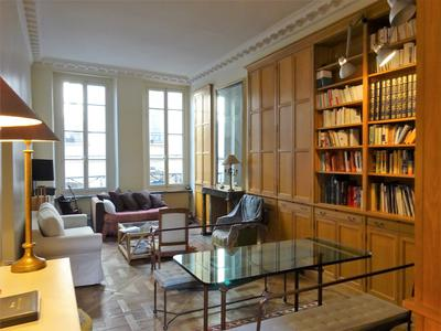 Paris 75003 - Close to the Picasso Museum, a large apartment of 103m2 of 2 Master Suites (T4), facing North / South / West, Clear and Quiet, 3,50m of HsP, parquet floor of Versailles, Empire Fireplace, on the 1st floor with lift of a small condo from 1870 well secured and maintained, two steps from the Place des Vosges and the Seine.