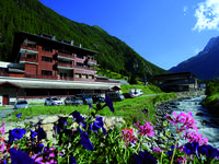 French property for sale in VALLORCINE, Haute Savoie - €460,800 - photo 2