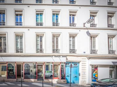 Paris 75003 Peaceful environment in the sought after Republique district, bright 2nd floor 112m2 three bedrooms South & West facing apartment (lot 9) to renovate, at the heart of a well looked after 1890 stone building with elevator