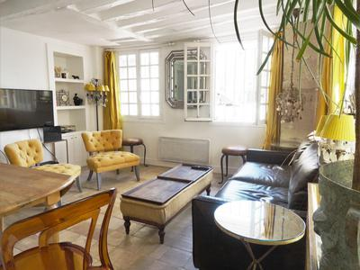 Paris 75004 - Ile de la Cite - 200m from Notre Dame a rare and charming 1 bedroom 1st floor apartment with undisturbed views of the Hotel de Ville and the Seine. An absolute must see.