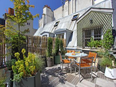 Paris 75004 – Prestigious address on incomparable Ile St Louis, a few blocks away from Notre Dame Cathedral, 98sqm two bedrooms two bathrooms apartment with 35 sqm private terrace,  South/North exposure . 3rd French floor of a 17th century classified building, in the heart of the most exquisite district of Ile Saint Louis/Notre Dame.