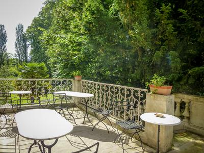 Magnificent 19th century riverside château, beautifully situated in a lively bastide only 25 minutes away from Bergerac