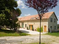 Ancienne ferme avec 10ha de terres, vues sur campagne, 5 chambres doubles, piscine et gîte séparée avec 2 chambres