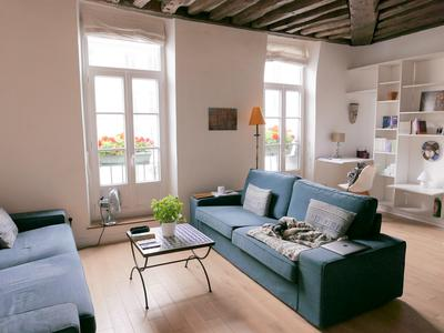 Paris 11th, close to Bastille, in a small mansion, 2-Bedroom duplex + Studio mezzanine, a 102 sqm living space, on the 1st (Studio) / 2nd and last floor (Duplex), both bright with the full charm of the old, like a house in Paris in one of the liveliest areas of Paris