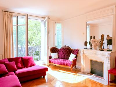 """Paris 11th - 75011 - Close to the Marais and the Bastille, 3-Bedrooms, perfect plan, on the noble floor, 2nd floor with elevator and wrap around balcony of a beautiful building, without vis-à-vis, quiet and very bright, in the heart of a district that combines both the beauty of the historical Paris and the bubbling of the trendy Paris with all its """"must be"""" cafes and terraces"""