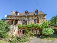 *SOUS OFFRE* Maison de compagne traditionnelle et étendue avec garage, chauffage central et jardin dans un endroit calme et rural.