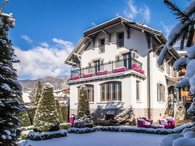 Stunning, beautifully restored six-suite Belle-Epoque Villa in the heart of Samoëns. Don't miss the 360° views, exclusive to Leggett!