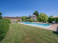 Propriété en pierre rénovée de haute qualité avec 2 chambres, grange (partiellement aménagé) et piscine magnifique (15 m x 5 m) dans un endroit très calme.