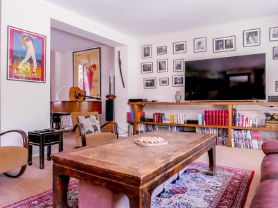 """Levallois / Neuilly sur Seine - 92000 - Just few minutes' walk from the Seine, 6-bedroom House/ Mansion, with 300sqm living space and a garden + terrace of 120 sqm, very bright and quiet, on three levels with a private elevator suitable for people with reduced mobility, in the heart of a """"Hipe"""" district and close to the American hospital, the Seine and the Ile de la Jatte"""