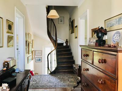 Elégante maison de maître avec annexe dans village avec commerces et restaurants, proche Ste Foy la Grande et Montpon-Ménestérol, 30mns de Bergerac