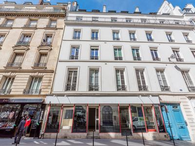 PARIS 75003, Arts & Metiers fashion district, freehold commercial units (lots 2-3) free of tenant, offering 110m2 with 12m of windows on South facing street side, at the heart of a well looked after 1880 building, ideal location in coveted area of Temple-Republique