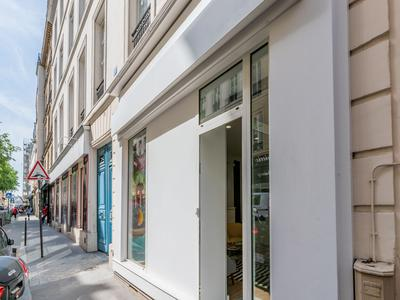 PARIS 75003, Arts & Metiers fashion district, freehold commercial units (lots 4-5) free of tenant, offering 148m2 with 4m of windows on South facing street side, at the heart of a well looked after 1880 building, ideal location in coveted area of Temple-Republique