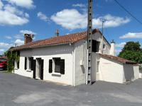 Charmante maison en pierre-entièrement rénovée, jardin attenant avec piscine, terrain non attenant avec garage, tout-à-l'égout