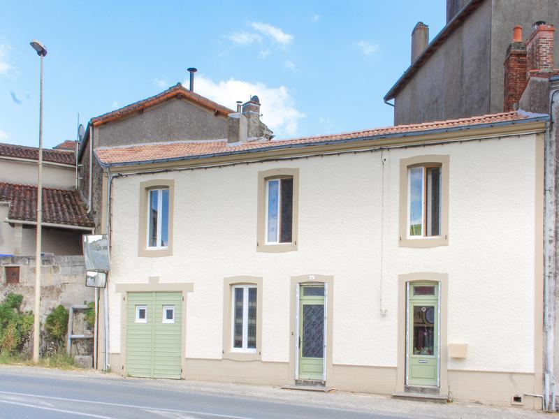 Maison à vendre à LE BUSSEAU(79240) - Deux Sevres