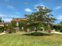 French property for sale in town, Charente - €799,900 - photo 3