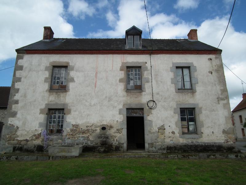 Maison à Vendre En Limousin Creuse Auzances Maison Spacieuse à Rénover Avec Un Garage Et Un Petit Jardin De L Autre Côté De La Route Dans Un Hameau