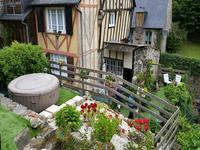 Dinan - possibilité d'acheter non pas une mais deux maisons dans la rue la plus populaire de la ville!