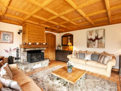 Luxury, 6 bedroom ski chalet in Méribel ski resort, with spacious south-facing terrace and stunning views. Close to ski slopes and easy access to Three Valleys world-class ski area.