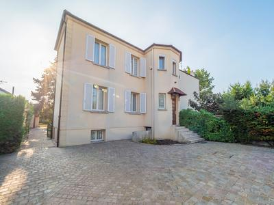 5 bedroom house in St Maur des Fossés near Paris via RER A (13 minutes), terraces, nanny flat, garage