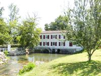 French property for sale in MARMANDE, Lot et Garonne - €997,500 - photo 2