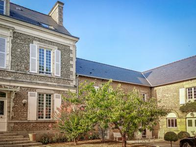 Outstanding Maison de Maitre with existing and potential income possibilities.