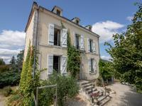 Maison de Maître XIXème avec 5 Ha, Lac et Écuries à 5 Minutes d'un Charmant Village de Dordogne avec Commerces