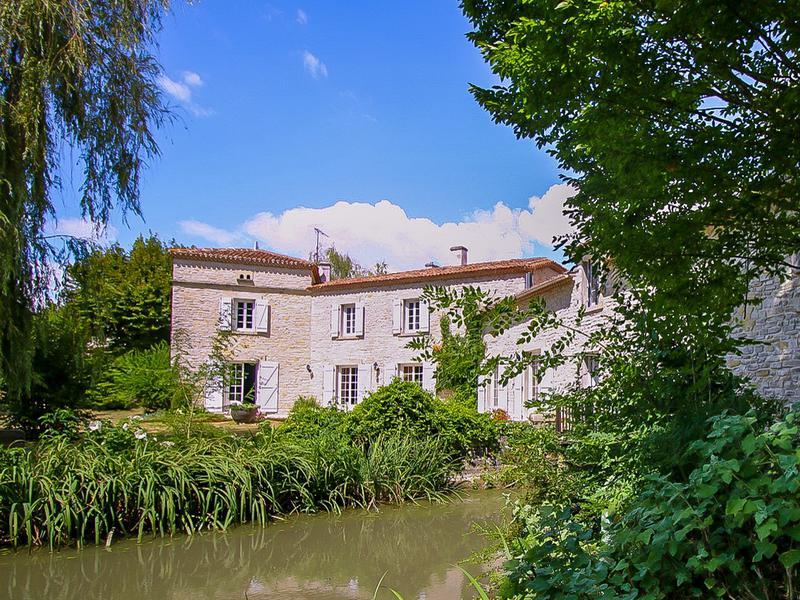 Maison à vendre à BARBEZIEUX ST HILAIRE(16300) - Charente