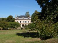 Chateau à vendre à PEYRELEVADE en Correze - photo 0