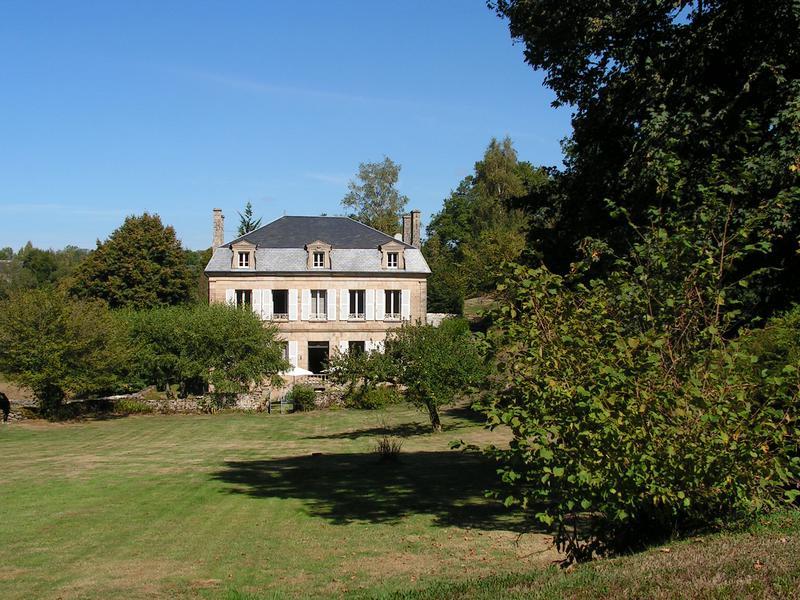 Chateau à vendre à PEYRELEVADE(19290) - Correze