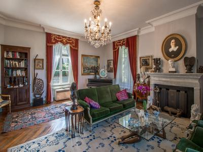 Easy access to Geneva & Paris. Beautiful 6-bedroom château dating back to 1775. Outbuildings, pool and mature gardens. Magical views over River Rhône, vineyards, & even the tip of Mont Blanc.